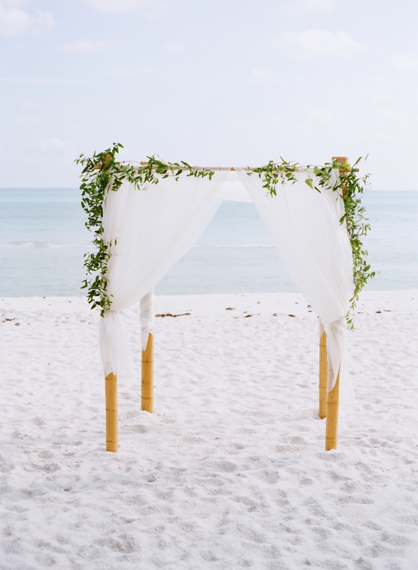 jessica-sloane-event-styling-and-design-and-austin-gros-photography-beach-wedding_027